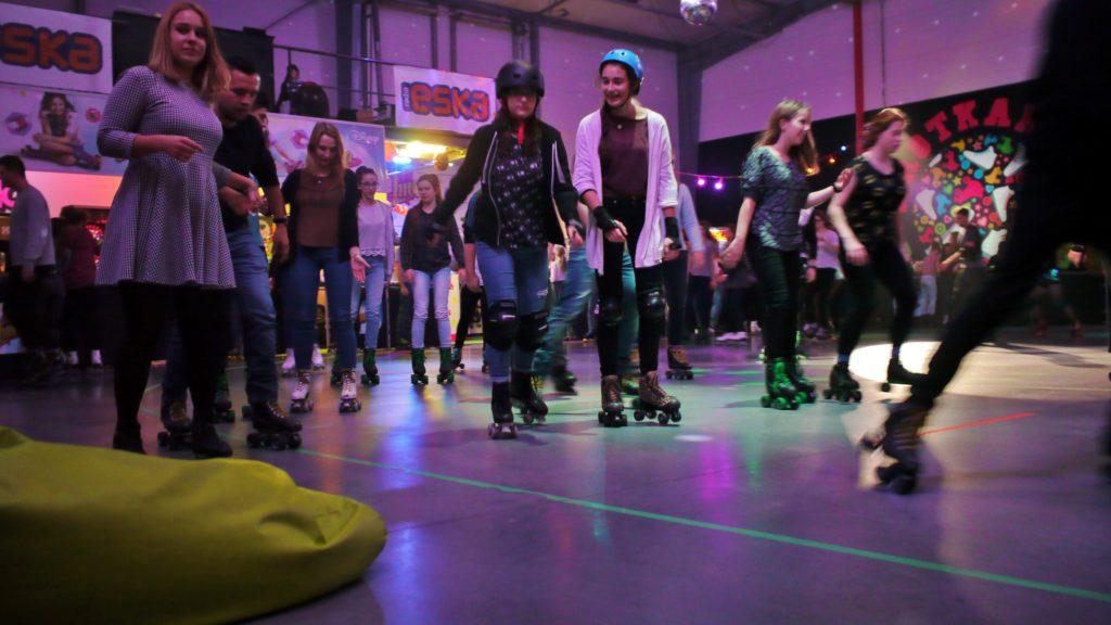 Roller Disco to jedno z miejsc na spędzenie wolnego czasu w Warszawie