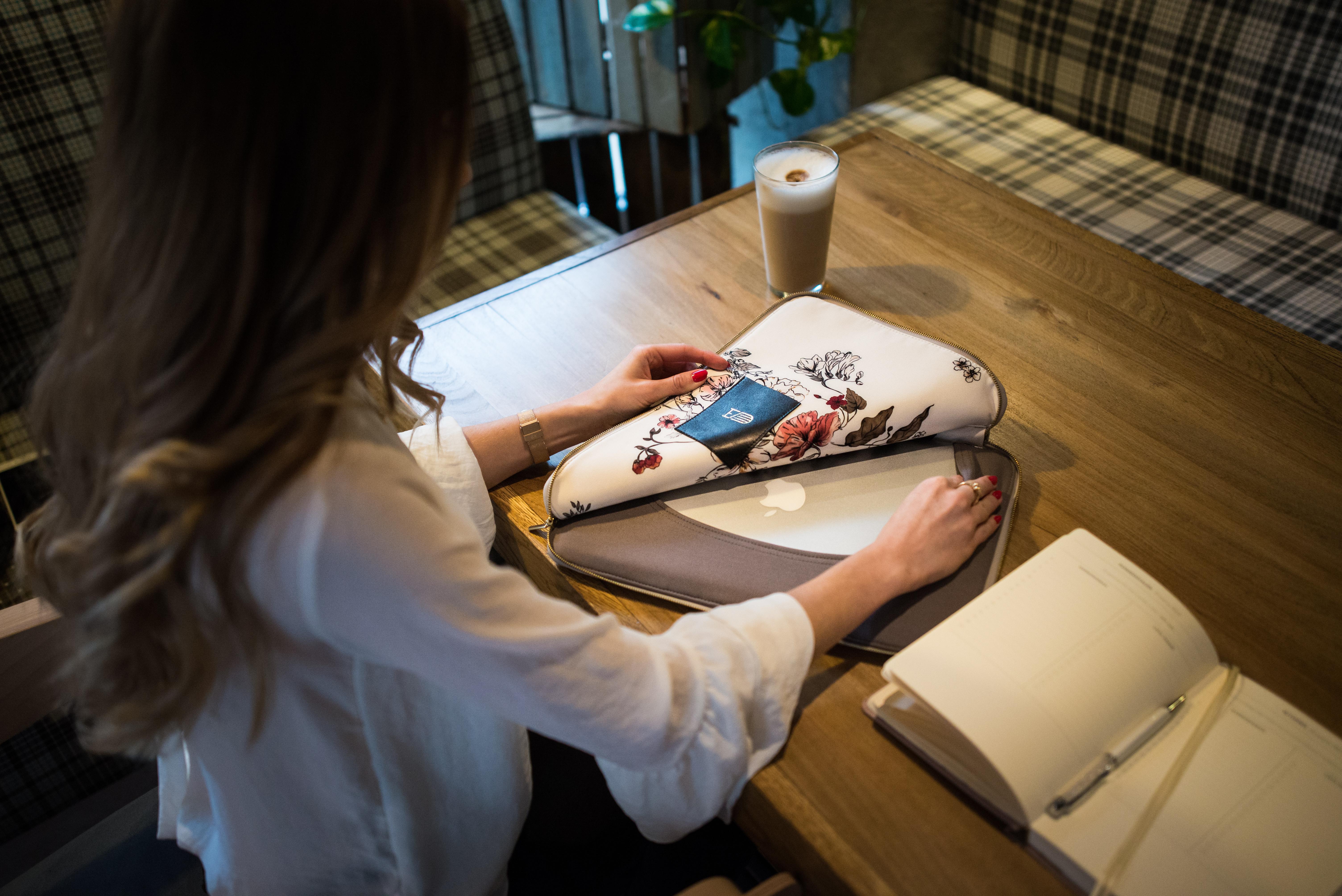 Marka Sowl tworzy piękne etui na tablety/ laptopy