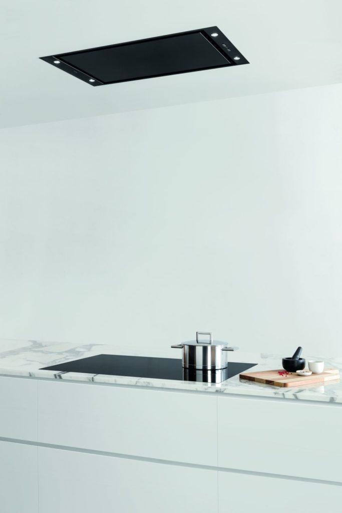Okapy sufitowe to praktyczne rozwiązanie w domu