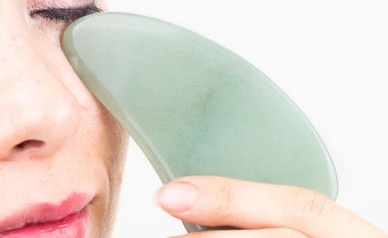 Gua Sha - masaż twarzy, który odmładza w kilka minut