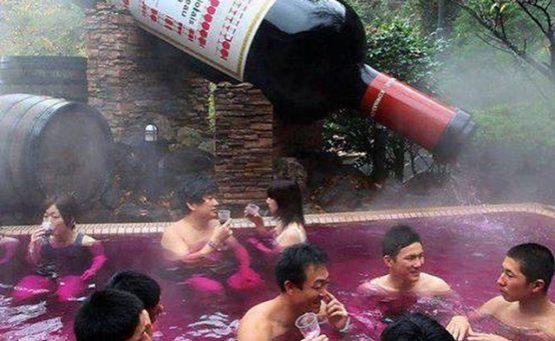 kąpiel w czerwonym winie