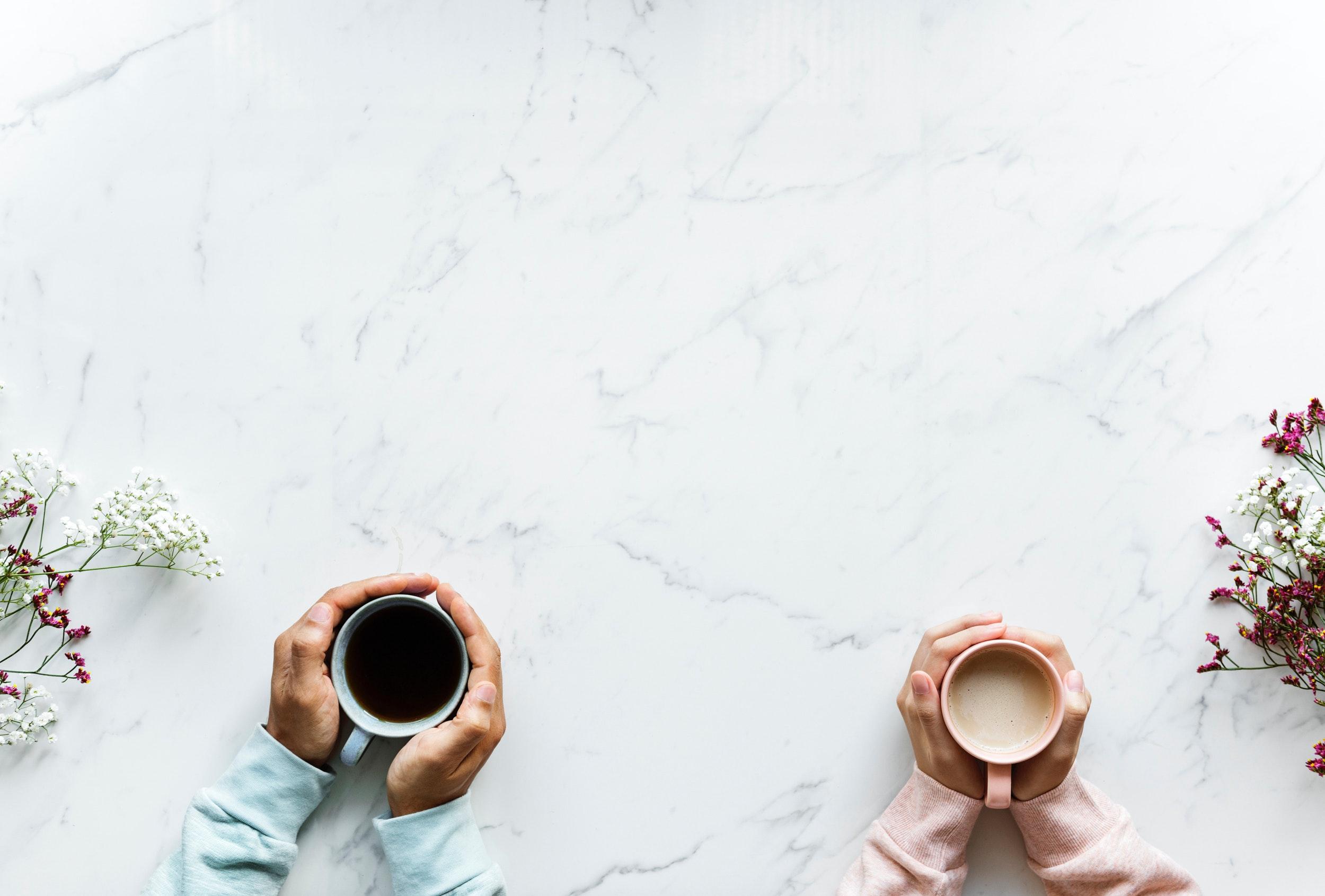 Produkty, których nie powinno się spożywać na pusty żołądek to min. kawa i herbata